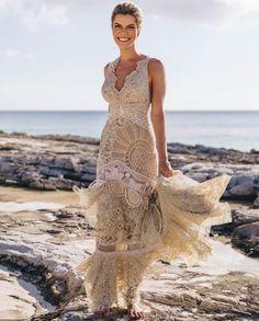 No seu pré wedding em Turks and Caicos , Biba Seleme @bibaseleme abusa do direito de ser linda e sofisticada com nosso vestido de patch de… Patch, Crassula Ovata, Formal Dresses, Instagram, Fashion, Chic Dress, Eye, Dresses, Boas
