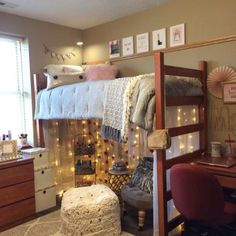 Awesome 50 Cute Diy Projects For Your Dorm Room Design Ideas. # Buying quality bedroom furniture is expensive. Even bargain bedroom furniture isn't exactly cheap. College Loft Beds, Lofted Dorm Beds, College Dorm Rooms, Bunk Bed, College Life, Cute Dorm Rooms, Cool Rooms, Dorm Room Setup, Dormitory Room