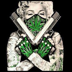 Marilyn Monroe with Guns Wallpaper Marilyn Monroe Tattoo, Marylin Monroe, Marilyn Monroe Kunst, Marilyn Monroe Wallpaper, Lettrage Chicano, Chicano Tattoos, Tattoos Realistic, Catrina Tattoo, Clown Tattoo