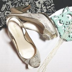 ANNE KLIEN pumps Gold and cream slingback mid kitten pumps. These are a snug size 8 and measures 3.75 inches from heel to floor  Anne Klein Shoes Heels