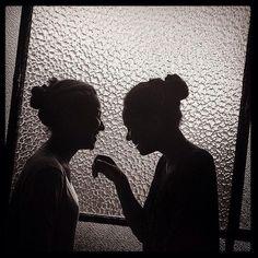 Iris et Florine - Lyon Photo prise par Emmanuelle Coquelle et publiée sur Instagram par @manhattan_transfert