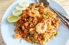 Kao Pad Gang Garee Kung (Yellow Curry Fried Rice with Prawns) - Asian Inspirations Yellow Fried Rice Recipe, Yellow Rice Recipes, Prawn Fried Rice, Shrimp And Rice, Thai Shrimp, Cooked Pineapple, Pineapple Fried Rice, Pineapple Shrimp, Bbc Good Food Recipes