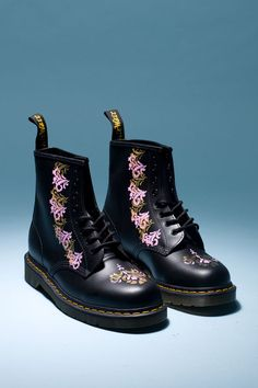 Martens: How To Make Baroque-Inspired Boots… Dr. Martens, Botas Dr Martens, Doc Martens Boots, Dream Shoes, Crazy Shoes, Me Too Shoes, Boot Over The Knee, Sock Shoes, Shoe Boots