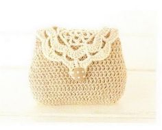 cream crochet bag with pattern; you can find the pattern here too: http://comvariety.com/handcraft/7753