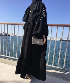 ✨Pinterest:Kubra Yousuf✨ Hijab Style Dress, Hijab Chic, Hijab Outfit, Abaya Style, Abaya Fashion, Muslim Fashion, Fashion Dresses, Abaya Mode, Modern Abaya