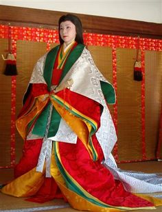 an autumn robe combination, one of the 'maples' sets judging by the colours.#heian #heiankyo #junihitoe