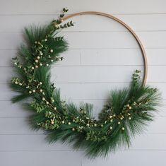 Easy DIY hoop Christmas wreath tutorial