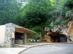 Isturitz, Oxocelhaya and Erberua Caves, where many prehistoric flutes were found Jean Auel, Spear Thrower, Cave Bear, Ice Age, Main Entrance, Flutes, Corsica, Reading Room, Anthropology
