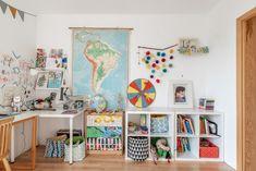 Biały pokój dziecięcy ze starą szkolną mapą | White kids bedroom | schoolmap | kids bedroom organization | #schoolmap Kids Bedroom, Bedroom Ideas, Dom, Gallery Wall, Frame, Home Decor, Picture Frame, A Frame, Dorm Ideas