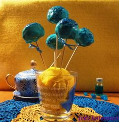 Przepis na niebieskie bajaderki na patyku - recycling ciasteczkowy :)