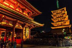 Vista nocturna del templo Senso-ji, en Asakusa, Taito-ku, #Tokio