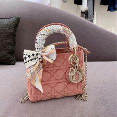 Dior Handbags, Louis Vuitton Handbags, Purses And Handbags, Dior Bags, Luxury Purses, Luxury Bags, Lady Dior, Sneakers Dior, Bracelet Dior