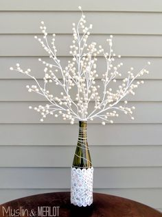 15 DIY Home Decor Ideas Using Upcycle Bottles -DesignBump - DIY RECYCLING BOTTLES [Design Bump] - Recycling ought to all the time be your first possibility when it comes to rubbish disposal, there - Decoration Photo, Decoration Bedroom, Decoration Design, Diy Room Decor, Home Decoration, Decorations, Diy Bottle, Wine Bottle Crafts, Bottle Art