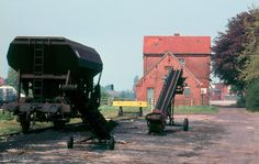 Bahnhof Bunde Ostfriesland, anfang 80-er. Electric Locomotive, Trucks, Train, Diorama, Diesel, Cars, Pictures, Railroad Pictures, Model Train