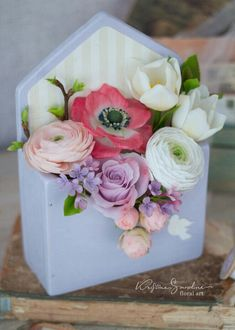 Цветы из холодного фарфора и полимерной глины's photos Easy Diy Crafts, Diy Craft Projects, Handmade Crafts, Projects To Try, Flower Box Gift, Flower Boxes, Mini Tortillas, Envelopes, Sugar Flowers