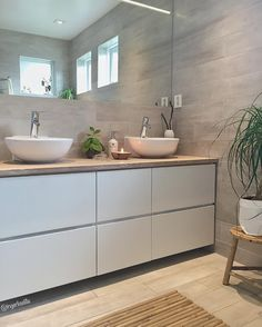 Inger-Lise Lillerovde (@ingerliselille) • Instagram photos and videos Bathroom Inspo, Bathroom Interior, Dream Home Design, House Design, Marble Bath, Happy House, Bathroom Toilets, Dream Bathrooms, Walk In Closet