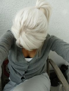 I would kill to have white blonde hair I wish my hair would turn this color. I had a neighbor and her hair turned this color when she was in her I always loved it Love Hair, Great Hair, Gorgeous Hair, White Blonde Hair, Platinum Blonde Hair, Silver Blonde, Blonde Ponytail, Pretty Hairstyles, Blonde Hairstyles