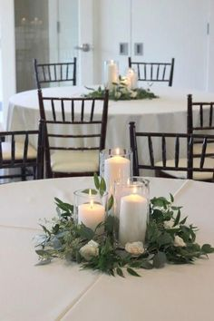 Green Wedding Centerpieces, Greenery Centerpiece, Wedding Bouquets, Centerpiece Ideas, Simple Centerpieces, Quinceanera Centerpieces, Diy Wedding Table Decorations, Round Table Centerpieces, Rustic Candle Centerpieces