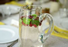 Easy Party Drink: Dress Up Fizzy Water with Raspberries
