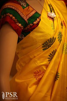 saree blouse pattern - nice with yellow saree Indian Silk Sarees, Indian Blouse, Saree Blouse Patterns, Saree Blouse Designs, Dress Patterns, Indian Attire, Indian Wear, Indian Style, Indian Ethnic
