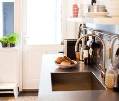 Stainless steel countertop (Image by Sanne Tulp and Anke Helmich from StyleCookie, via Bloesom)