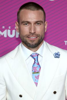 Go watch one episode of El Señor de los Cielos and try to tell us that Rafael Amaya isn't the ultimate eye candy.