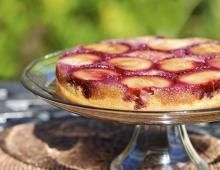 This page contains upside down cake recipes. In addition to the popular pineapple upside down cake, you can use a variety of other fruits to make similar delicious dessert cakes. No Cook Desserts, Delicious Desserts, Pineapple Upside Down Cake, Prune, Cravings, Cake Recipes, Biscuits, Tasty, Cooking