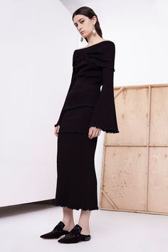 http://www.vogue.com/fashion-shows/resort-2018/ellery/slideshow/collection?mbid=social_pinterest