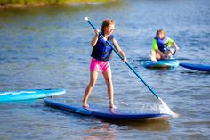 We& all looking for fun ways to get outdoors with our children. Ever tried to paddle board with your kids? Here are a few tips to teach them to use a SUP. Best Paddle Boards, Stand Up Paddle Board, Bled Slovenia, Slovenia Travel, Outdoor Fun, Outdoor Gear, Station Essence, Riviera Nayarit, Snowboard Girl