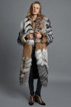 Fashion Week Milan Pre-Fall 2017 look 17 from the Roberto Cavalli collection womenswear Fur Fashion, Fashion Week, Fashion 2017, Winter Fashion, Fashion Show, Fashion Trends, Roberto Cavalli, Shearling Coat, Fur Coat