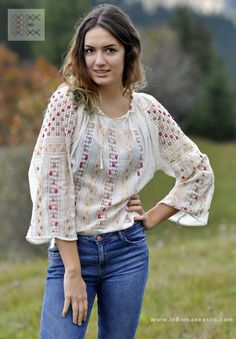 Romanian hand embroidered blouse with Fall colors worldwide shipping #vyshyvanka #romanianblouse #ia #ieromaneasca