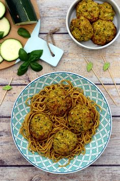 Zucchini dumplings with onion, curry and oatmeal - Amandine Cooking - Recettes - Vegetarian Recipes Vegetarian Zucchini Boats, Zucchini Boat Recipes, How To Cook Zucchini, Veggie Recipes, Healthy Recipes, Clean Eating Vegetarian, Vegetarian Crockpot Recipes, Albondigas, Food Shows