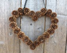 New Nature Wedding Ideas Pine Cones 21 Ideas Pine Cone Art, Pine Cone Crafts, Pine Cones, Pine Cone Wreath, Heart Wreath, Fall Crafts, Holiday Crafts, Christmas Crafts, Primitive Christmas