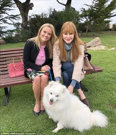 Reese Witherspoon and Nicole Kidman on set with Meryl Streep Big Little Lies, Reese Witherspoon, Nicole Kidman, Old Actress, American Actress, Strapless Swimsuit, Anatole France, Lucky To Have You, My Dear Friend