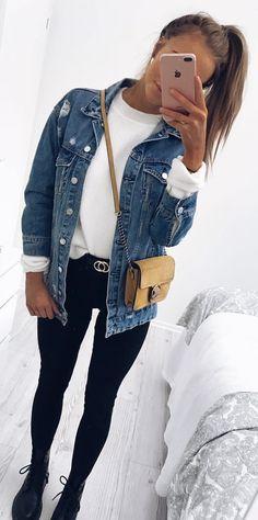 #winter #outfits blue denim button-up jacket. Pic by @karolinlisa.
