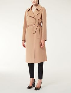 CLASSIC MAX MARA CAMEL COAT Max Mara MESCAL beige/camel: Wool and cashmere coat. Find your outfit on the Official Max Mara Website and discover all that is new in ready-to-wear.