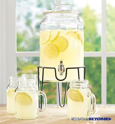 Serve up freshly brewed iced tea, ice cold lemonade or sangria with this gorgeous 3-gallon beverage dispenser.