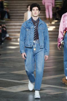The complete MSGM Fall 2018 Menswear fashion show now on Vogue Runway.