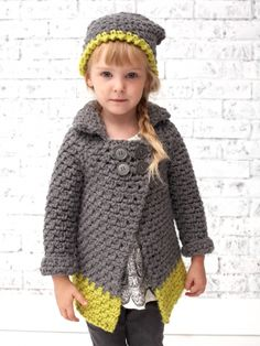 Add a pop of color to kids' winter wardrobes with this two tone #crochet coat featuring a trendy dip-dyed effect!
