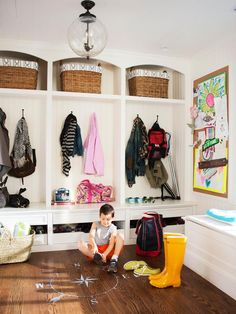 Perfect mudroom--with shoe drawers  (via: Family-Friendly Home Decorating Ideas : Decorating : Home & Garden Television)