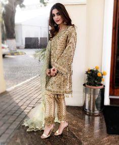 Pakistani Suits: The Amazing Designs For An Evening Party – Fashion Asia Pakistani Fashion Party Wear, Pakistani Wedding Outfits, Pakistani Dresses, Party Fashion, Indian Outfits, Nikkah Dress, Pakistani Clothing, Girls Fancy Dresses, Pakistan Fashion