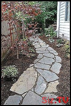 Lieben Sie den geschwungenen Steingehweg der von Mulch kleinen B  umen Str  uche Lieben Sie den gesc #Bäumen #Den #Der #geschwungenen #kleinen #lieben #Mulch #Sie #Steingehweg #stone_Garden_paths_mulches #Sträuche #von Stone Garden Paths, Garden Stones, Stepping Stones, Outdoor Decor, Mulches, Stones, Stones For Garden, Stair Risers