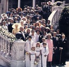 Large family and guest photo of Princess Caroline and Phillipe Junot's wedding day.