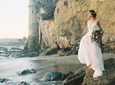 Gorgeous styled shoot and elopement inspiration at Victoria Tower in Laguna Beach. This beach setting is so serene in Southern California.