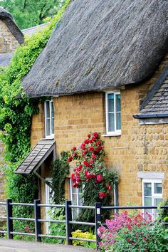 Charming English Cottage                                                                                                                                                                                 Mais