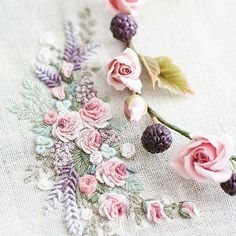 Getting to Know Brazilian Embroidery - Embroidery Patterns Brazilian Embroidery Stitches, Hand Work Embroidery, Learn Embroidery, Silk Ribbon Embroidery, Hand Embroidery Designs, Embroidery Patterns, Hardanger Embroidery, Cross Stitch Embroidery, Pinterest Crochet