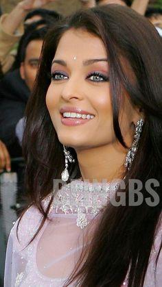 Aishwarya Rai Young, Aishwarya Rai Pictures, Aishwarya Rai Photo, Aishwarya Rai Bachchan, Beautiful Eyes, Most Beautiful Women, Gorgeous Hairstyles, Women In History, India Beauty