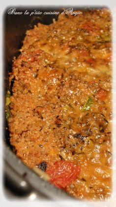 Hachis Camarguais .   - un oignon - 90 g de riz blanc cru - une cuill à café d'ail en poudre - 450 g de boeuf hâché - 400 g de tomates concassées - une cuillère à spe de concentré de tomate - 1/2 tablette de bouillon en tablette dégraissé de volaille (moi je l'ai mis entier!) - 4 belles courgettes - 30 g de gruyère râpé - 30 g de parmesan râpé - une cuill à café d'Herbes de Provence - une pincée de sel & une pincée de poivre - 2 cuill à café d'huile d'olive