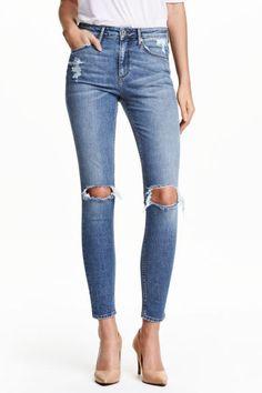 Jean Skinny High Ankle: Jean 5 poches de longueur cheville en denim extensible lavé avec détails fortement usés. Taille haute et jambes très fines.