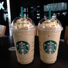 Bebidas Do Starbucks, Secret Starbucks Drinks, Starbucks Frappuccino, Starbucks Caramel Frappuccino, Comida Disney World, Yummy Drinks, Yummy Food, Strawberry Acai, Think Food